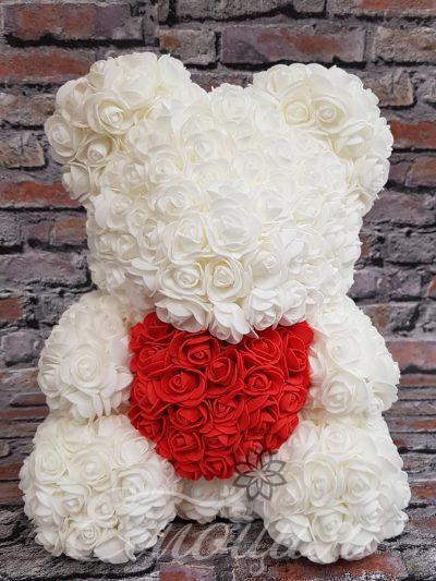 Голям  мечок от изкуствени рози в бяло със сърце