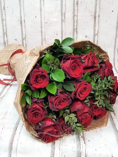 17 червени рози