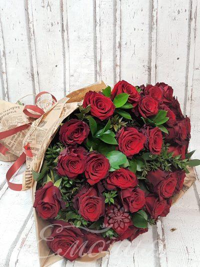 35 червени рози